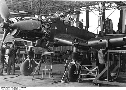 A Ju 87D during wing installation Bundesarchiv Bild 101I-642-4711-17A, Produktion von Junkers Ju 87.jpg
