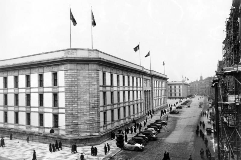 The New Reich Chancellery, pictured here on the junction of Hermann-Göring-Straße and Voßstraße in 1939.