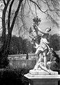 Bundesarchiv Bild 170-717, Potsdam, Sanssouci, Figurengruppe an der Großen Fontaine.jpg