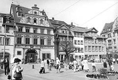 Bundesarchiv Bild 183-1982-0611-006, Erfurt, Westseite des Fischmarktes.jpg
