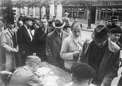 Bundesarchiv Bild 183-B10922, Frankreich, Paris, festgenommene Juden