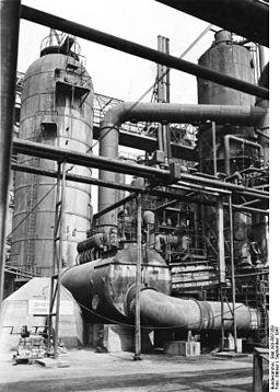 Bundesarchiv Bild 183-R67359, Mineralölwerk Lützkendorf, Raffinerie