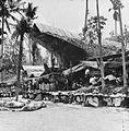 COLLECTIE TROPENMUSEUM Gasten zitten rond de binnenplaats van kampong Sadang (Celebes) ter gelegenheid van een dodenfeest en zijn in afwachting van de slacht van varkens en karbouwen TMnr 10003208.jpg