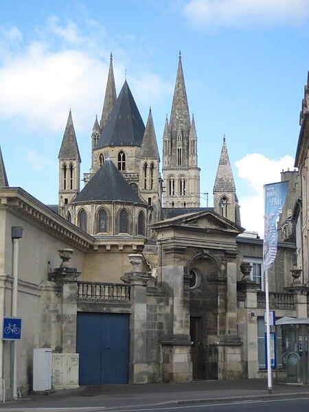 Angle sud-ouest de la place Fontette à Caen