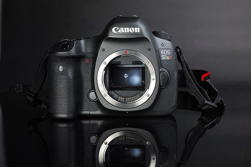 File:Canon EOS 5DS R (body) frontal view.jpg