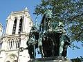 Carlomagno al pie de Notre Dame.jpg