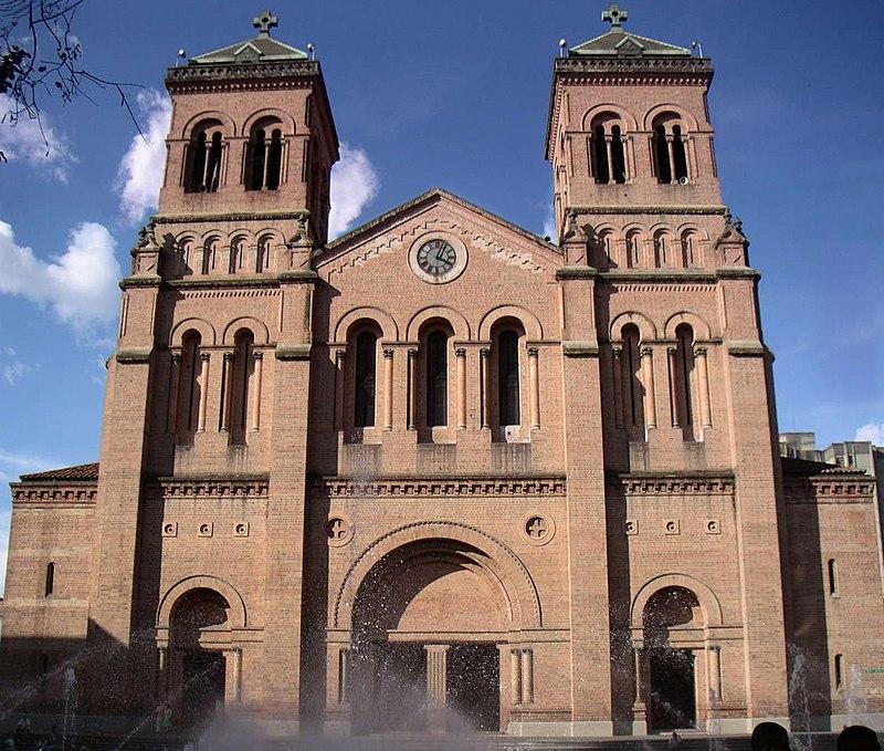 Catedral de Medellín, Fachada Principal.jpg