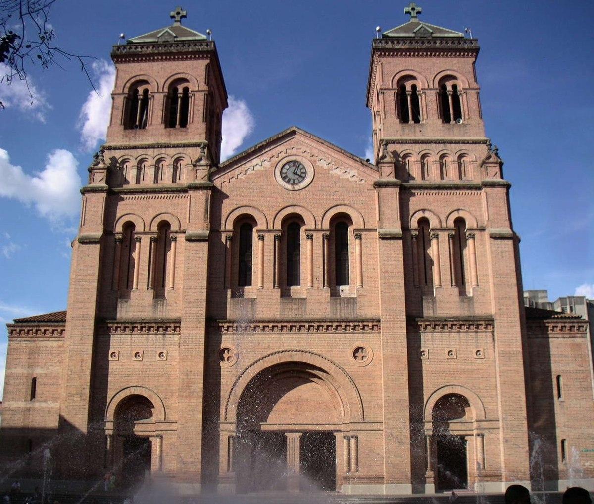 Catedral metropolitana de medell n wikipedia la for Arquitectura wikipedia