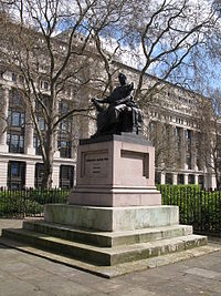 Charles James Fox statue, Bloomsbury Square.jpg