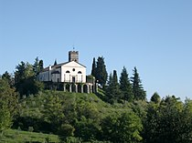 Chiesa monumentale Castello Roganzuolo.jpg