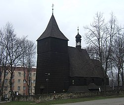 St. Lawrence's Church (16th century). Originally in Knurów, in 1935 the wooden church was moved to خوژوف