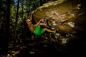 Bouldering - Image: Coopers Rock Esten on Humpy (V4)