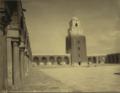 Cour et minaret de la Grande Mosquée de Kairouan, 1880.png