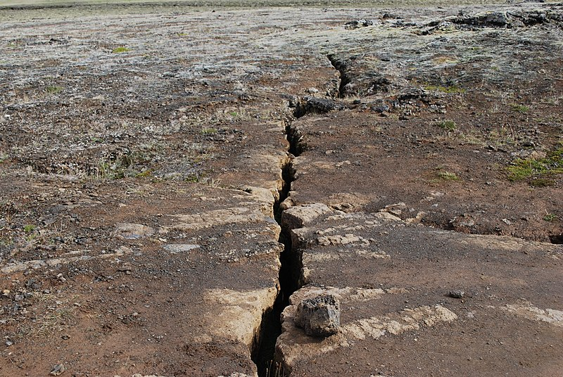 File:Cracks in Mývatn region (2).jpg