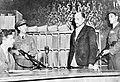 De beul van Auschwitz Maximilian Grabner (staand) leider van de Politieke Af, Bestanddeelnr 901-2954.jpg