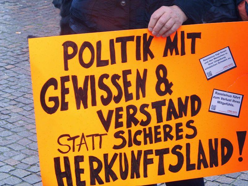 File:Demo Sicheres Herkunftsland indymedia.jpg