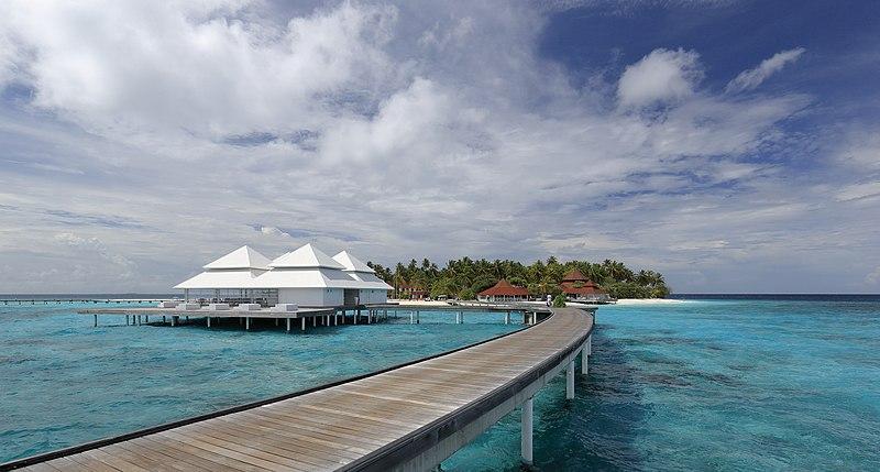 Ficheiro:Diamonds Thudufushi Beach and Water Villas, May 2017 -04.jpg