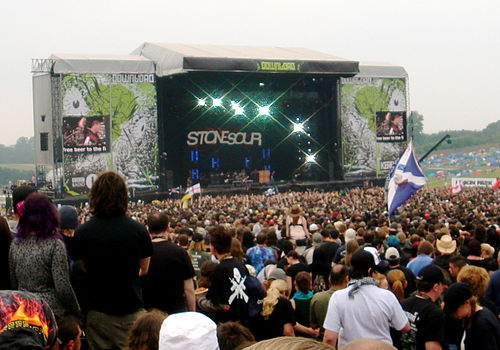 Stone Sour playing the main stage at Download Festival 2007 DownloadFestival2007.jpg