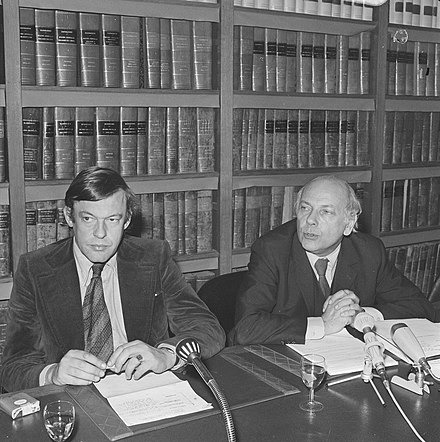 Hans van Mierlo and Labour Leader Joop den Uyl at a press conference in The Hague on 18 November 1972.