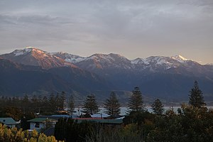 Kaikoura - Image: Early morning sun on snow capped Seaward Kaikoura Range