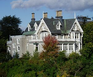 Gothic Revival architecture in Canada - Earnscliffe House in Ottawa is a manor built in the Gothic Revival style