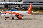 EasyJet, G-EZRD, Airbus A320-214 (35764962845).jpg