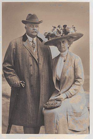 Edward Libbey - Edward Drummond Libbey (1854-1925) and his wife Florence Scott Libbey (1863-1938), ca. 1901.