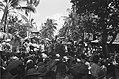 Een grote menigte heeft zich op de aloon-aloon te Pondok-Gedeh verzameld om te l, Bestanddeelnr 499-2-5.jpg