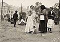 Encontro de mulheres, próximo ao mercado dos caipiras - Vincenzo Pastore.jpg