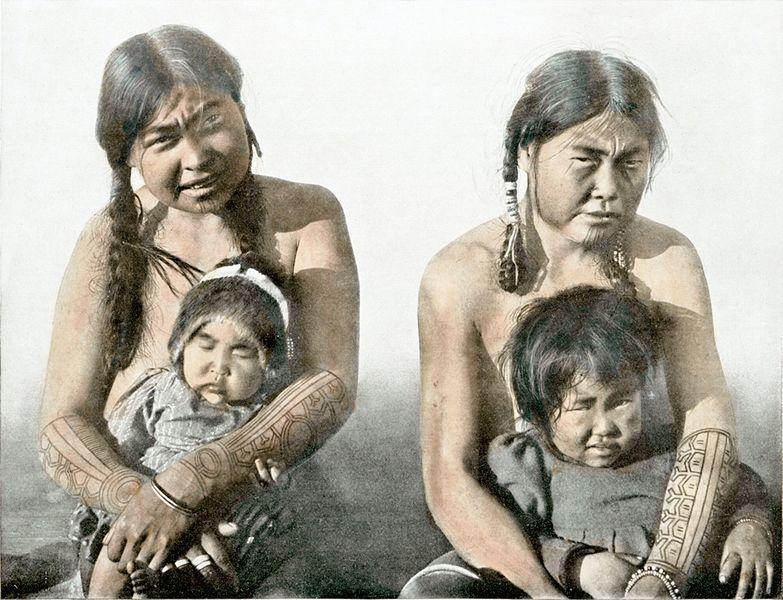 File:Eskimofrauen mit ihren Jüngsten von King's Island, Alaska.jpg