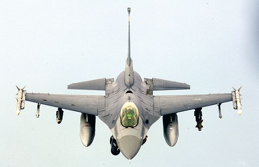F-16 flies over Iraq, May 7, 2006