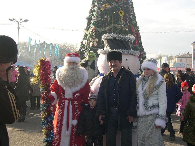 File:Father Frost and Family (5402389976).jpg