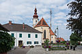 Fernitz Kirche Pfarrhof Maibaum.jpg
