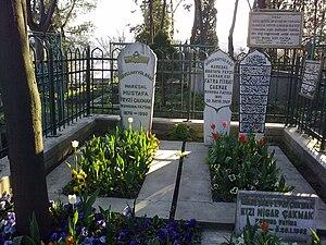 Eyüp Cemetery - Field Marshal Fevzi Çakmak's family grave
