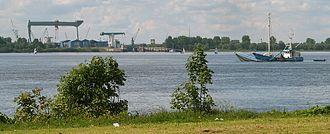 Neuenfelde - View over the Elbe river to Neuenfelde