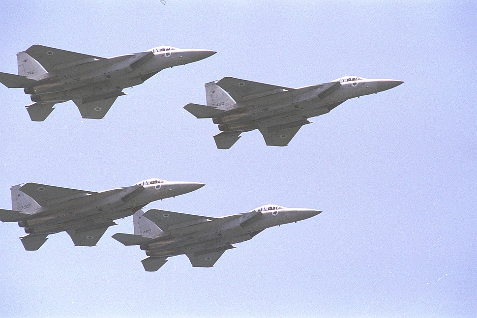 Flickr - Government Press Office (GPO) - A formation of F-15 fighter planes flying above the Independence Day display in Tel Aviv