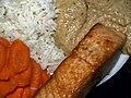 Flickr - cyclonebill - Stegt laks med gulerødder, basmatiris og jordnøddesauce.jpg