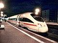 Frankfurt (Main) Süd-Bahnhof- auf Bahnsteig zu Gleis 7- Richtung Frankfurt (Main) Flughafen Fernbahnhof (ICE 415 021-5 (Tz 1521) Homburg (Saar)) 18.10.2009.jpg