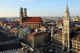 Frauenkirche and Neues Rathaus Munich March 2013.JPG