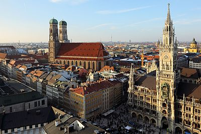 Frauenkirche and Neues Rathaus Munich March 2013.JPG