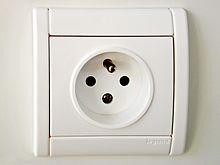 220px-french-power-socket.jpg