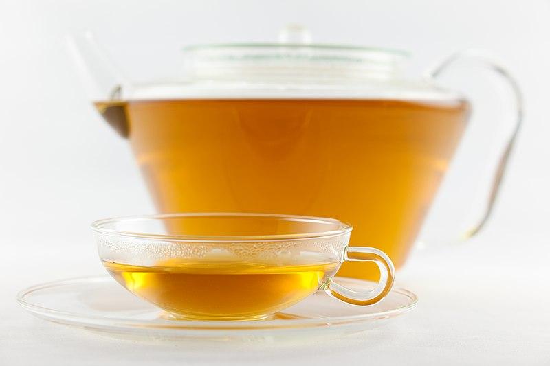 File:Frisch aufgebrühter weißer Tee Pai Mu Tan.jpg