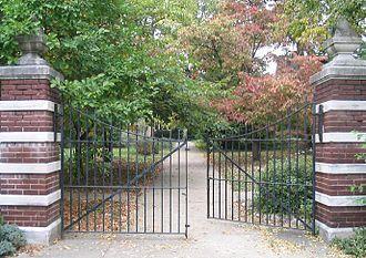 Gate - Image: Gate ajar