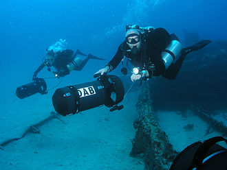 Diver propulsion vehicle - Two divers scootering with heavy duty DPVs