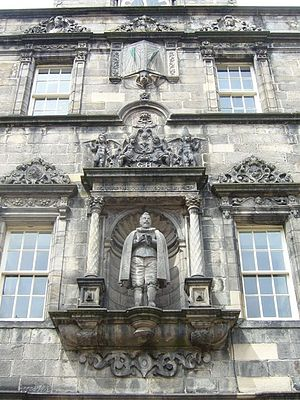 George Heriot's School - Statue of George Heriot in the quadrangle