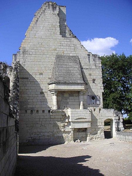 File:Grande salle château de Chinon.JPG