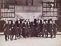 Gruppbild kvinnliga elever Gymnastiska Centralinstitutet Stockholm ca 1900 0109.jpg