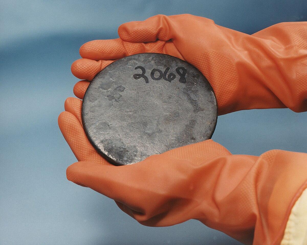 Ołów uranu pochodzący z okresu półtrwania