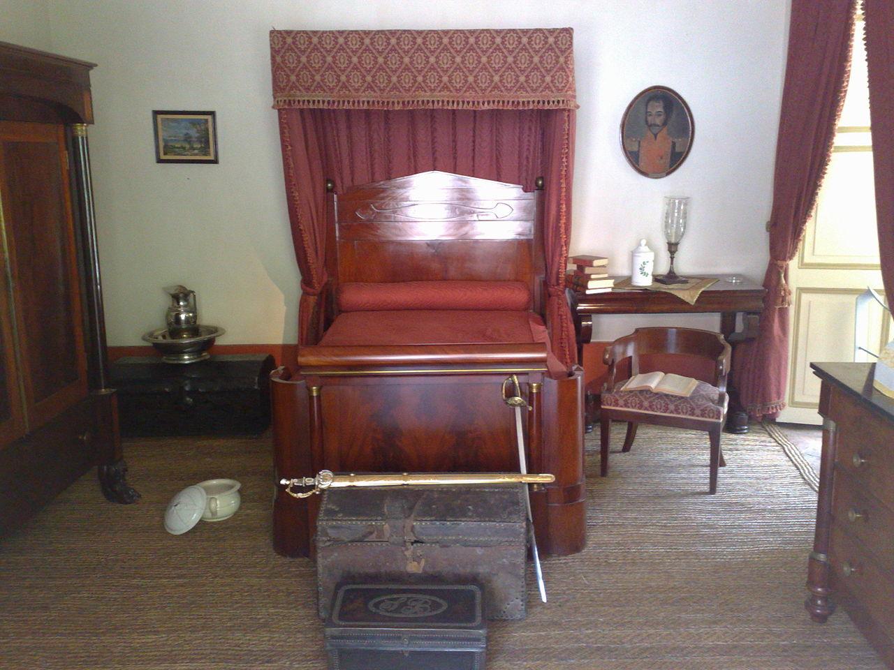 File habitaci n de sim n bol var en la quinta de bol var for Casa quinta muebles bogota