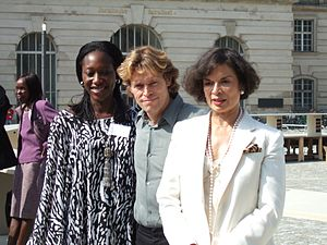 Willem Dafoe - Hafsat Abiola, Dafoe and Bianca Jagger at the dropping knowledge's Table of Free Voices at Bebelplatz, Berlin, in September 2006